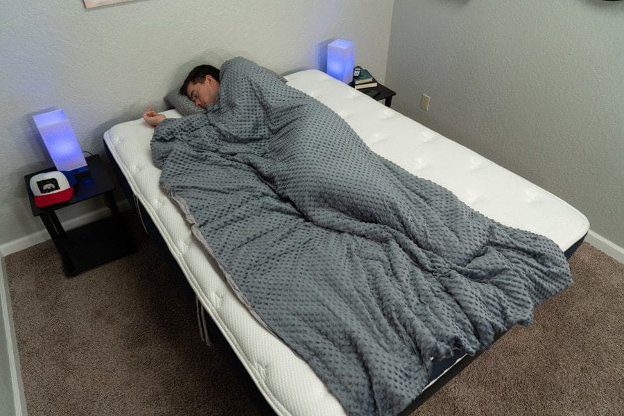 BB weighted blanket queen mattress picture