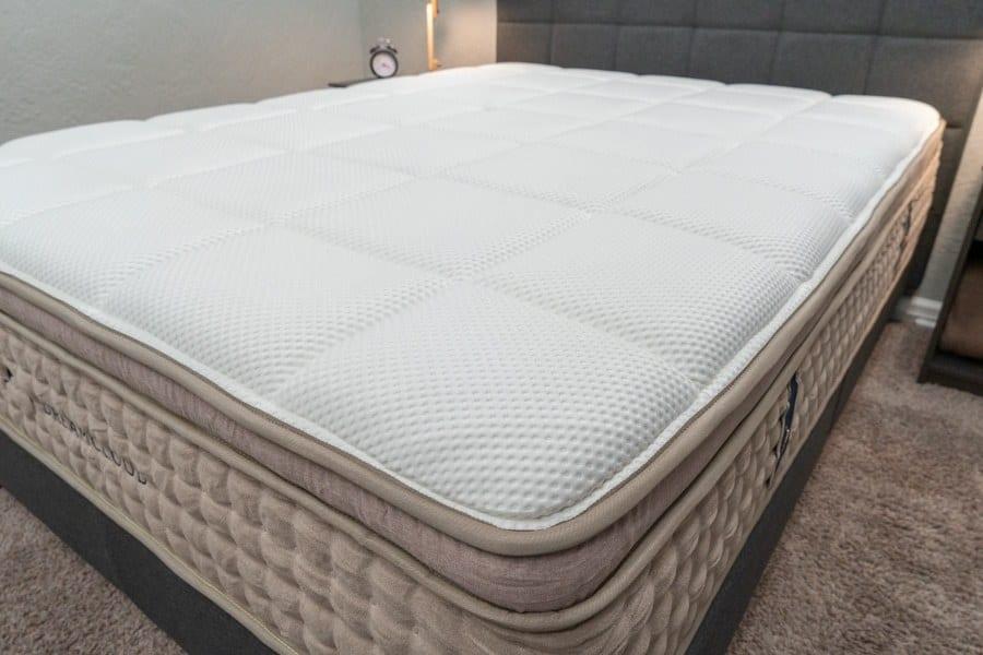 dreamcloud mattress review cover