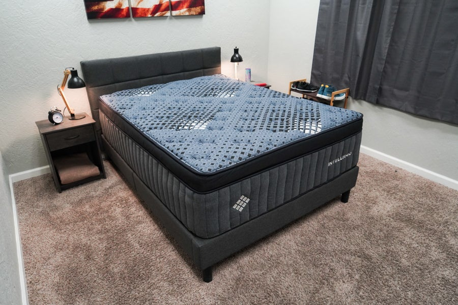This image has an empty alt attribute; its file name is Intellibed-Matrix-Grand-Mattress-Review-Profile-2.jpg