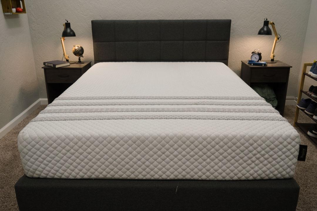leesa sapira mattress review for back stomach and side sleepers in a box
